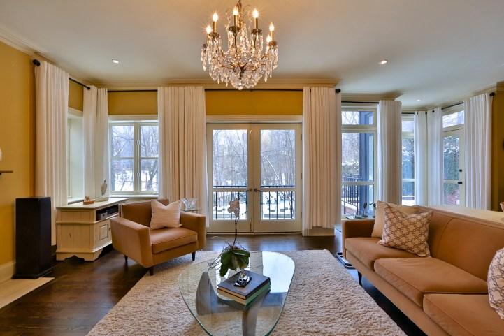 91 Crescent Road - Living Room Towards Backyard