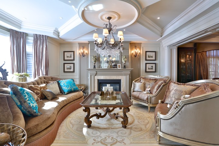 12 The Bridle Path - Living Room