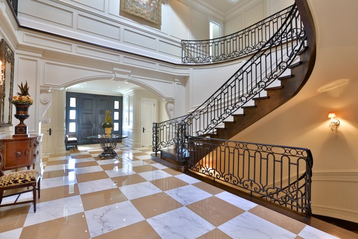 12 The Bridle Path - Main Entry Foyer