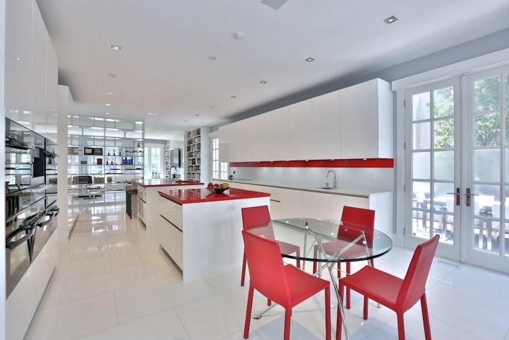 110 Arjay Crescent - Kitchen Towards Family Room