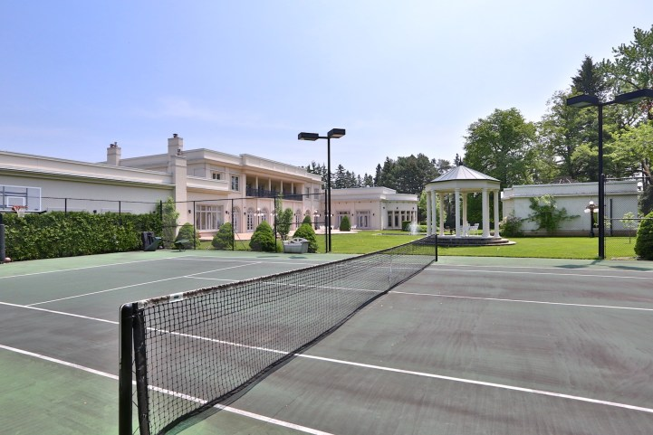 16 High Point Road - Tennis Court