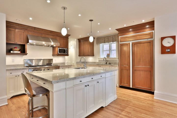 376 Russell Hill Road - Kitchen Island