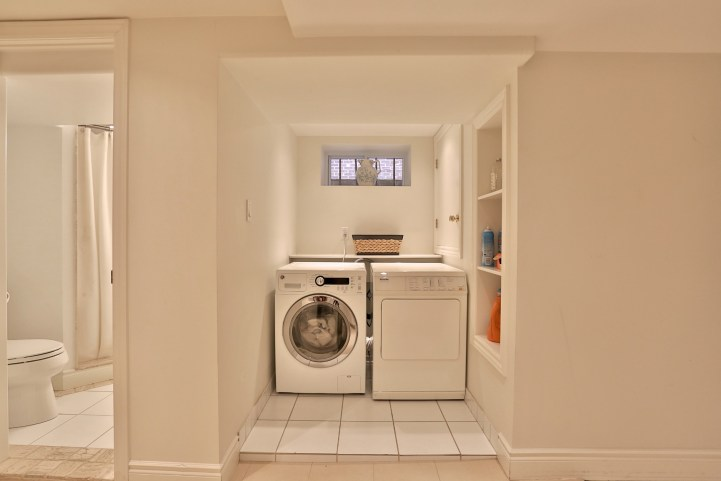 376 Russell Hill Road - Laundry Room