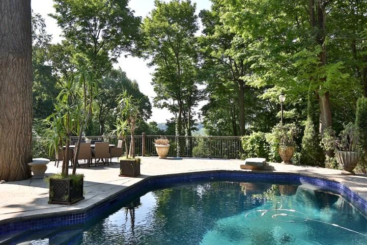 69 Highland Cres - Backyard Pool