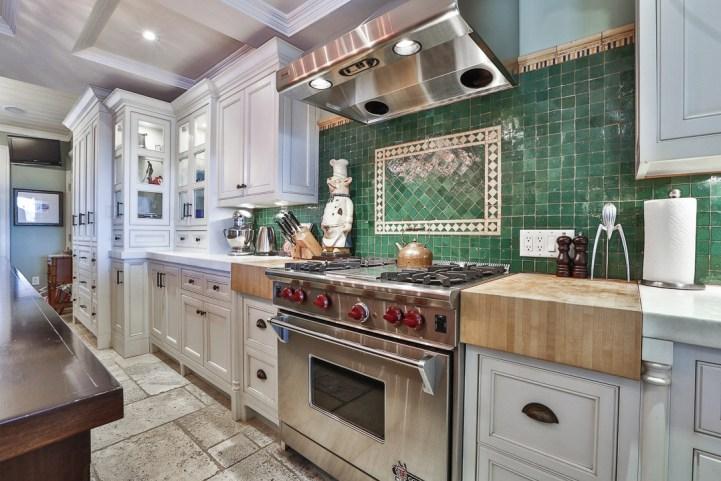 69 Highland Cres - Kitchen Stove