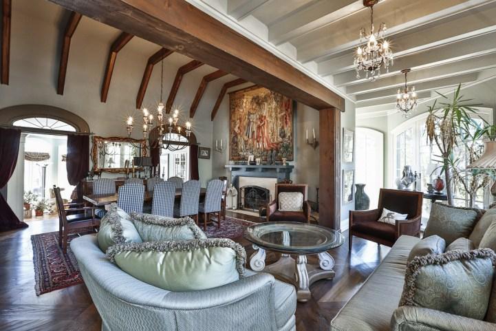 69 Highland Cres - Living Room