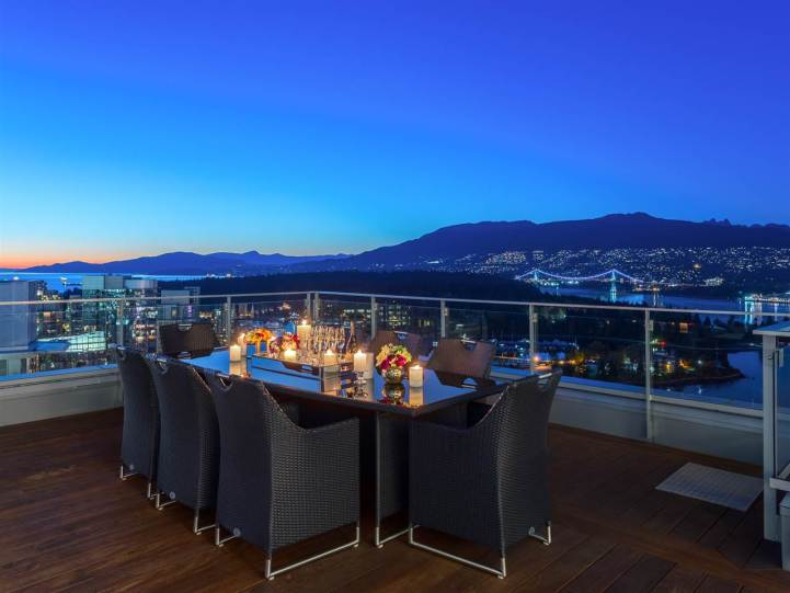 3101 - 277 Thurlow Street, Vancouver, BC - Outdoor Dining Area
