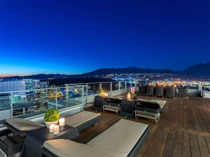 3101 - 277 Thurlow Street, Vancouver, BC - Outdoor Living Room