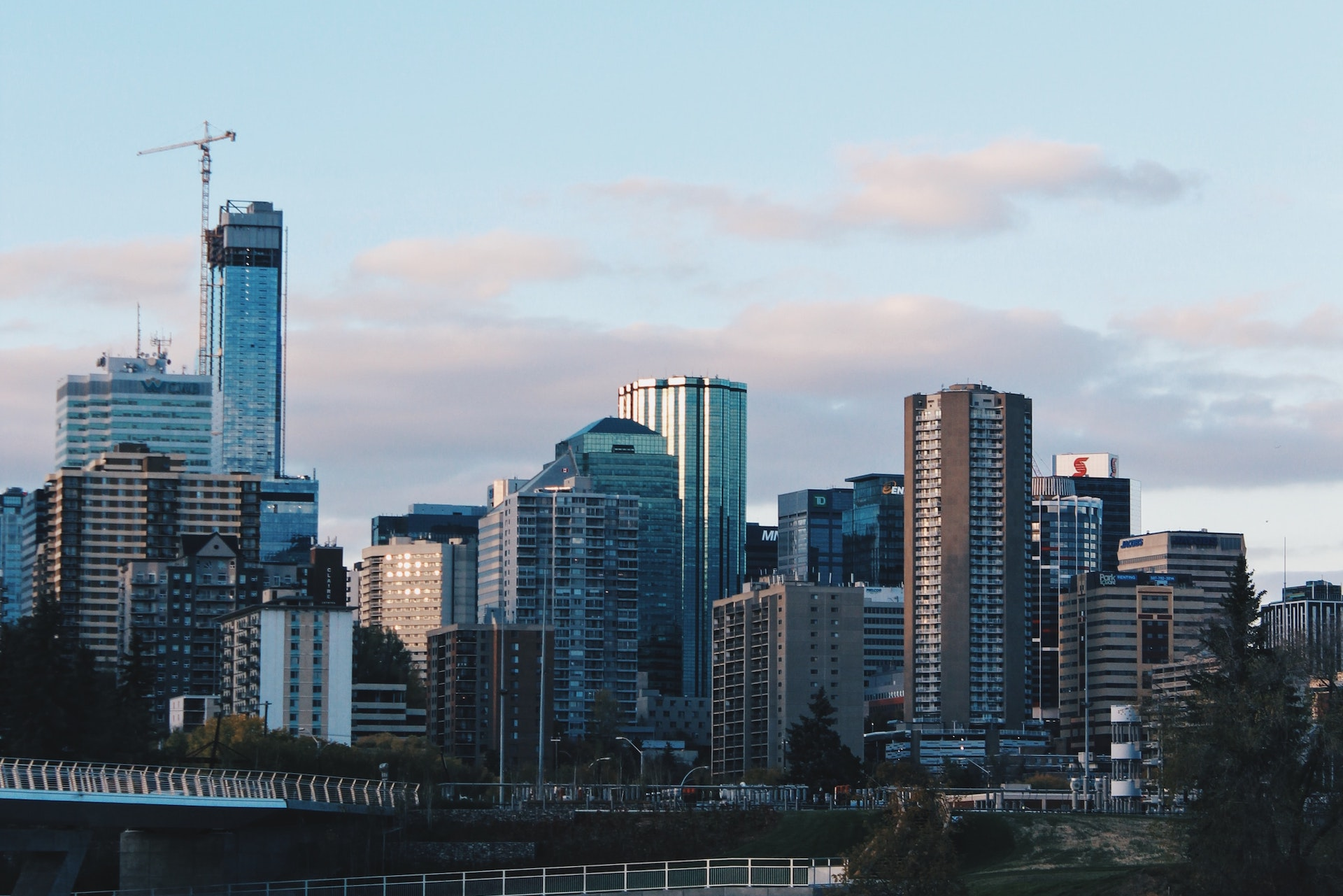 """Canadian Real Estate Sales Hit Highest Level Ever, As """"Can't Lose"""" Mindset Solidifies"""
