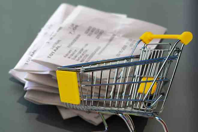 Grocery care and grocery receipts.