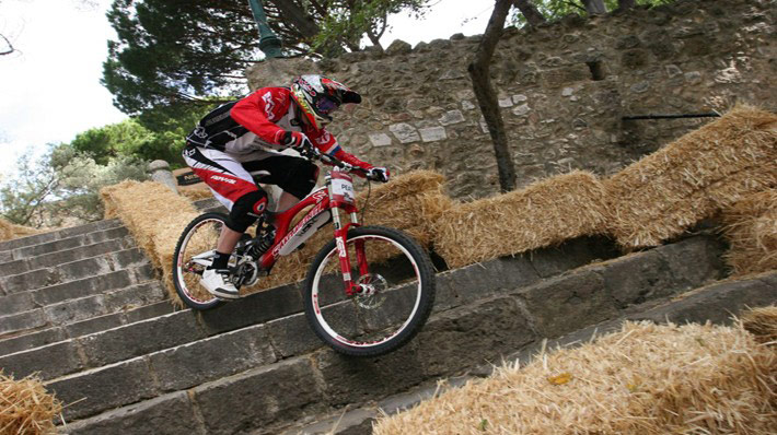 Steve Peat cornering foot down on about the roughest surface possible, stairs!