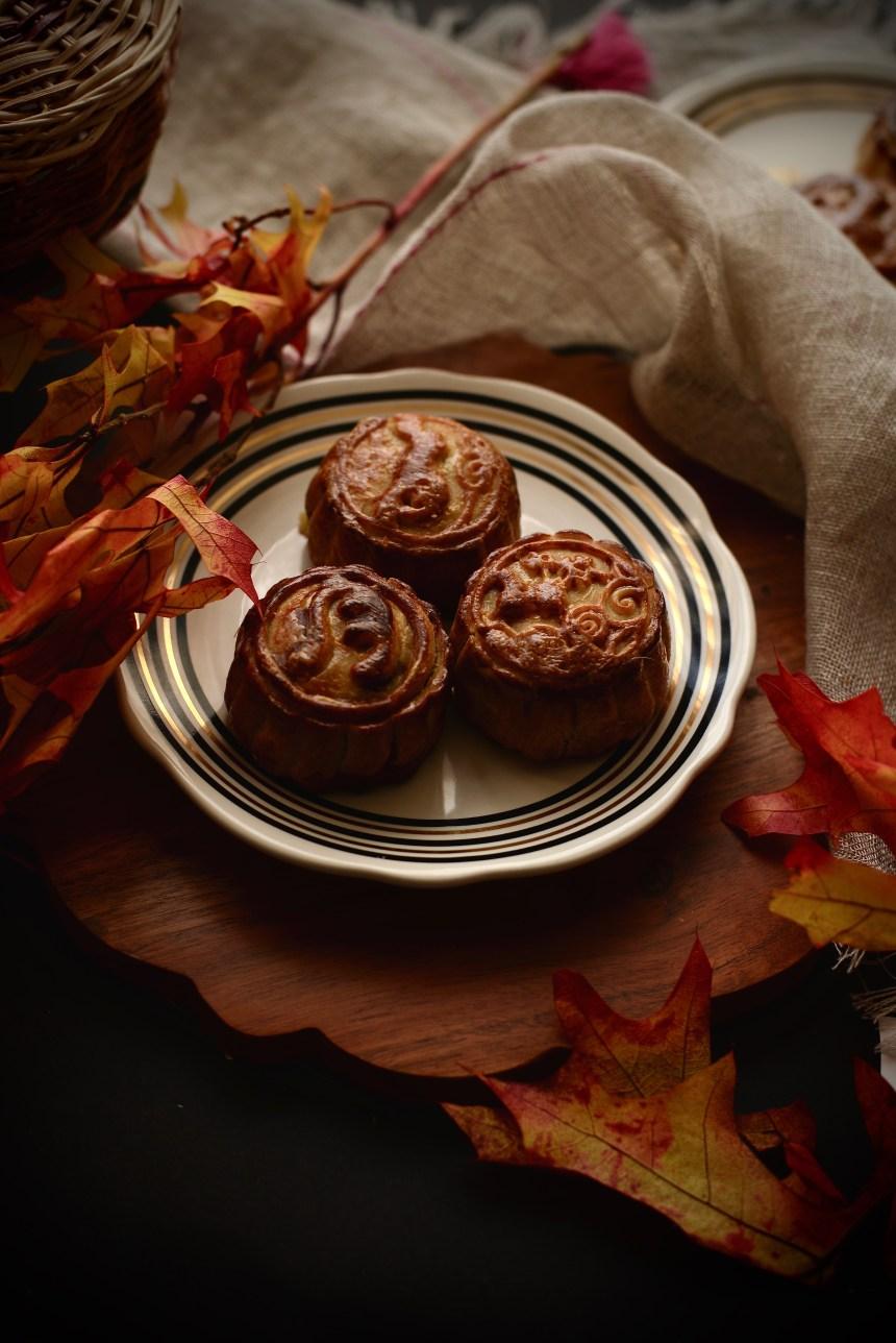 chinese taiwanese mooncake eggyolk cake04