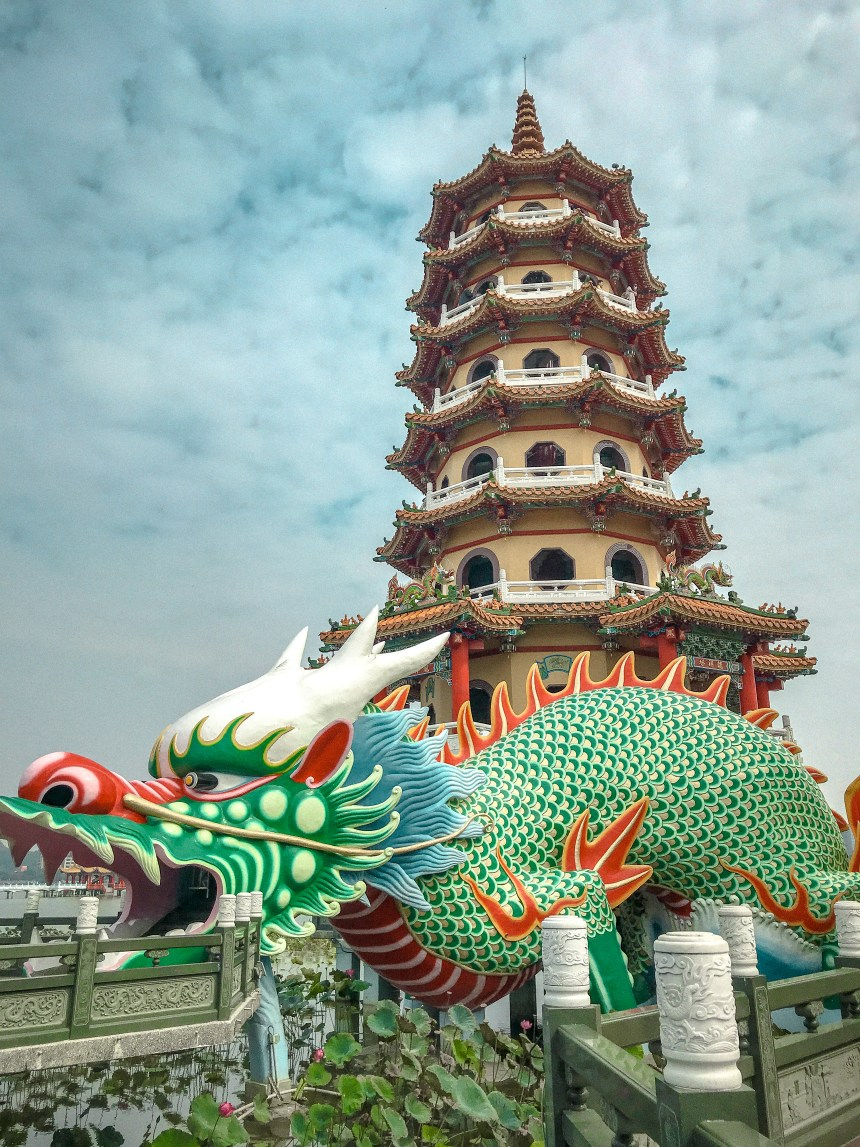 Dragon and Tiger Pagodas at Lotus Pond 龍虎塔,蓮池潭 sunnyland Taiwan高雄