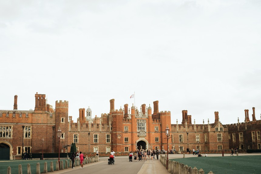 Hampton court palace is one of my favorite parts of London, full of Tudors stories if you like to know more about Henry VIII's life, from his six wives to giant kitchen, come on in!