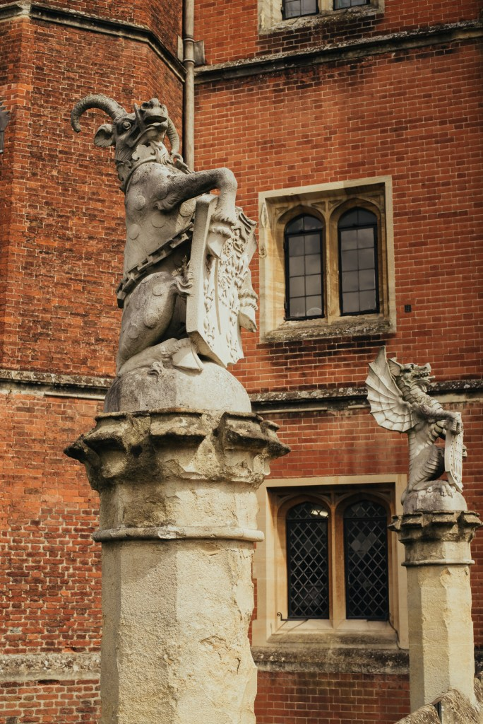 Hampton court palace Henry VIII king's beasts