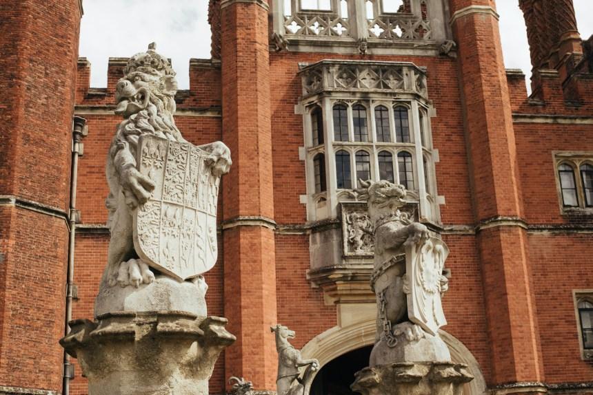 Hampton court palace Henry VIII king's beasts