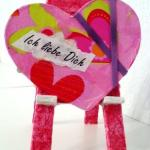 Kreatives Staffelei mit Herz zum Valentinstag