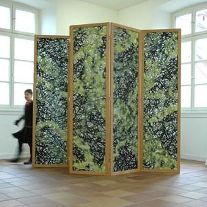 Strukturesque 2011, 330x 235 x 3cm, Viskose, Leim, Acryllack