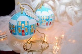 """Szklane bombki malowane ręcznie (11cm) """"Świąteczne domki"""""""