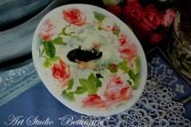 Pudełko owalne Dama w różach.