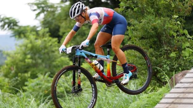 Mountain Bike World Championships: Britain's Evie Richards wins women's cross-country gold