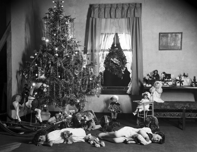 a 1920s traditional christmas