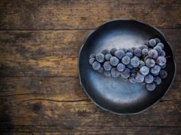 Ледяное вино (замерзшая кисть винограда)