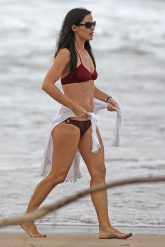 EXCLUSIVE: Jennifer Garner wearing a red two piece bikini in Hawaii. Pictured: Jennifer Garner Ref: SPL237233 020111 EXCLUSIVE Picture by: Splash News Splash News and Pictures Los Angeles: 310-821-2666 New York: 212-619-2666 London: 870-934-2666 photodesk@splashnews.com