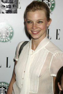 """Actress Amy Smart arrives as a guest at the Elle magazine Green issue party and screening of HBO documentary film """"Too Hot To Handle"""", about global warming, in Los Angeles, California April 11, 2006. The fashion magazine is devoting its May 2006 issue to the subject of the environment and was printed entirely on recycled paper. REUTERS/Fred Prouser"""