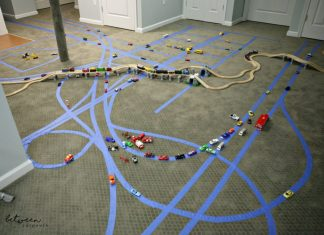 DIY Boys Rainy Day Activity. WIll keep them busy for hours. Betweencarpools.com