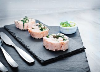 Want to start off a heavy Yom Tov meal with a light and pretty fish dish? Poached salmon pinwheels might be your perfect starter. Pair it up perfectly with the mustard cucumber dipping sauce.