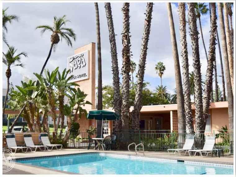 Saga Motor Inn Pasadena: Photo Credit Julie