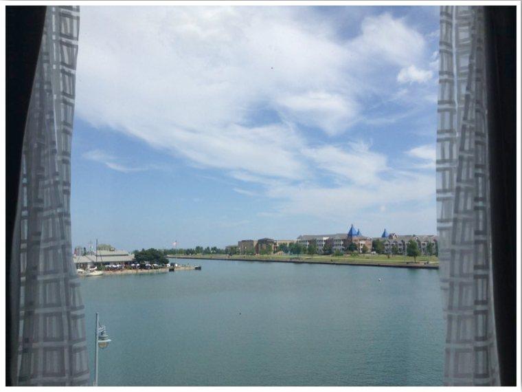 Kenosha WI Harbour view room
