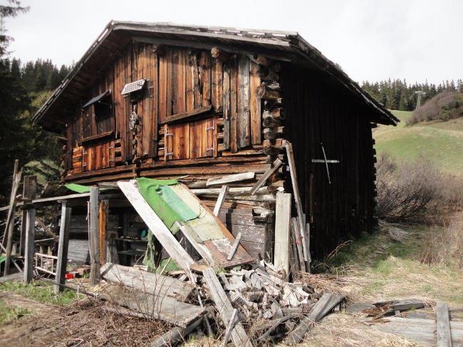 https://i0.wp.com/betweennapsontheporch.net/wp-content/uploads/2015/03/Ski-Cabin-in-Switzerland-Before-Renovation-3.jpg