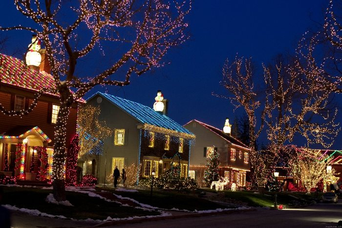"Tour The ""Home Alone"" Christmas Movie House"