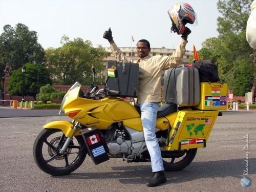 Bharadwaj_Dayala's_triumphant_return_from_his_world_tour_on_motorcycle