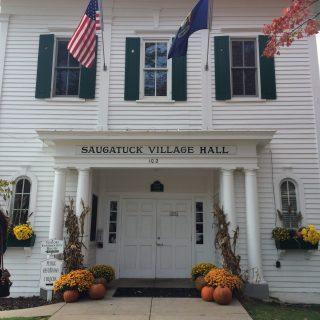 Tips for a fun fall girls' weekend in Saugatuck, Michigan