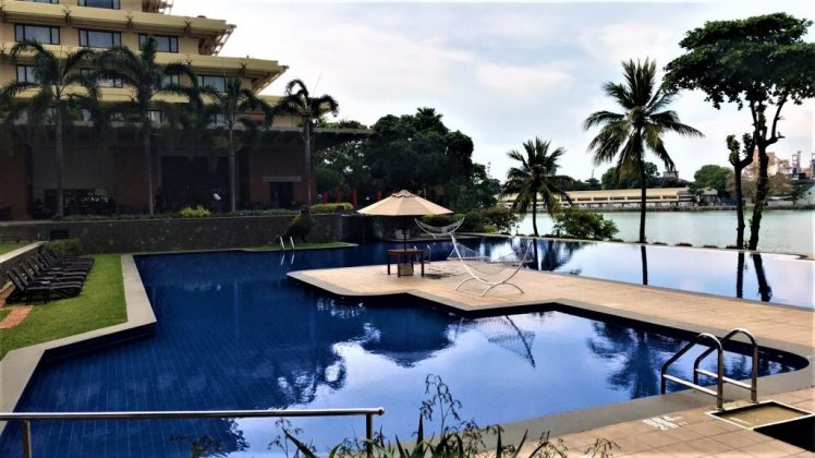 A different angle of the poolside at Cinnamon Lakeside in Colombo