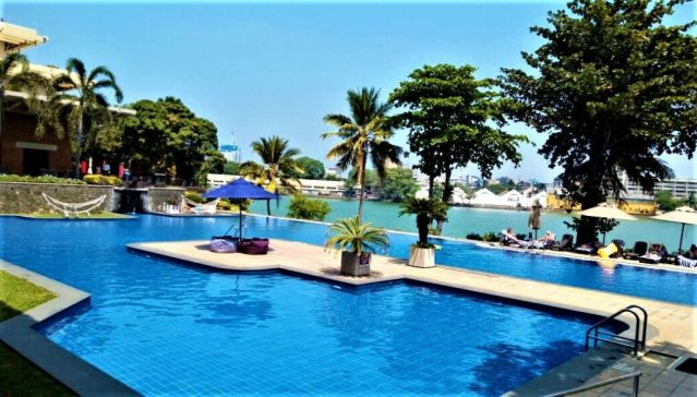 The lovely pool at Cinnamon Lakeside Hotel in Colombo
