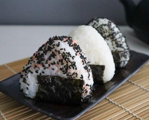 recette végétalienne boulettes de riz japonais fourrées