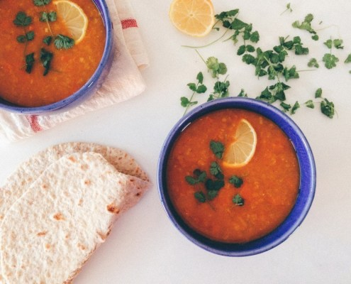 vegan indische soep met linzen en wortel
