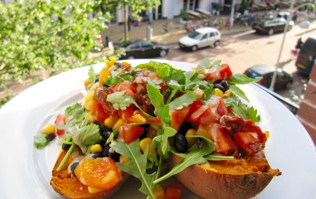 vegan recept gevulde zoete aardappel met zwarte bonen