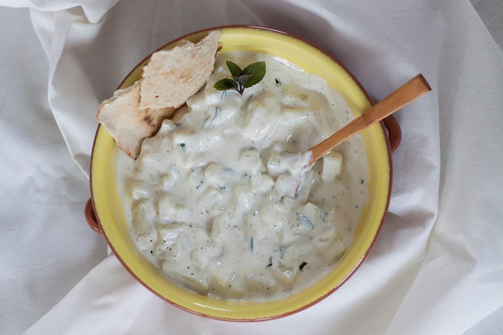 vegan recept Griekse dip met komkommer en yoghurt