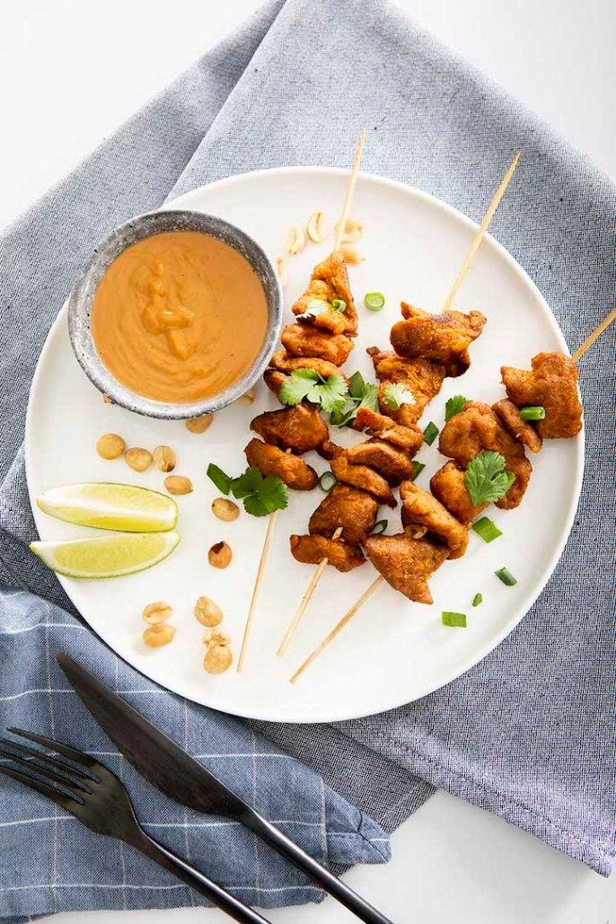 recette brochettes végétaliennes et sauce aux cacahuètes