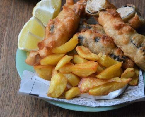Veganistische Fish & Chips met remouladesaus en mushy peas