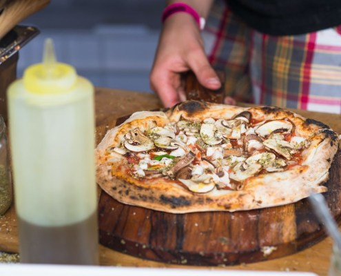 vegan pizza met champignons