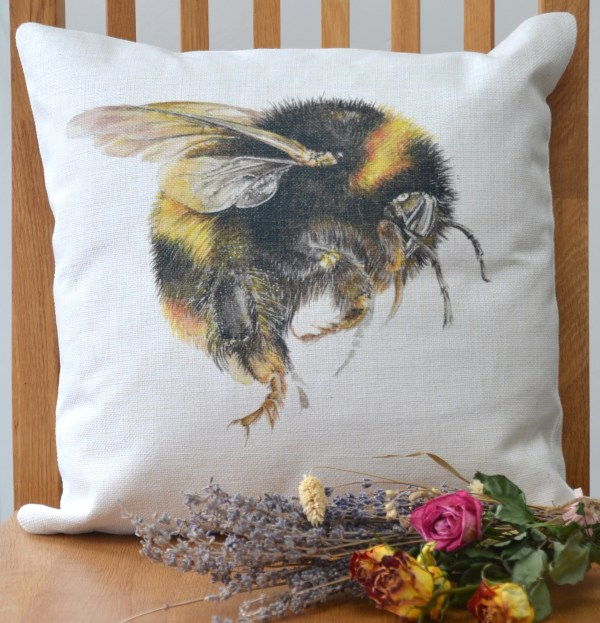 Bumble Bee linen Cushion
