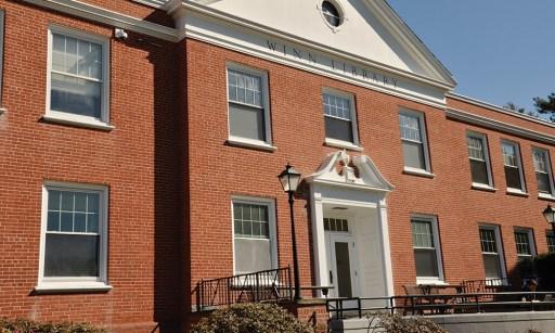 Winn Library Gordon College - Beverly Glass