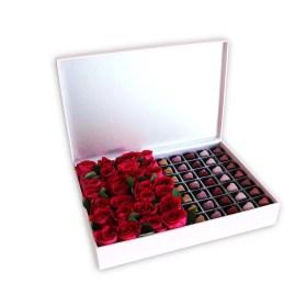 chocolate praline & dark pink Roses in a pink box