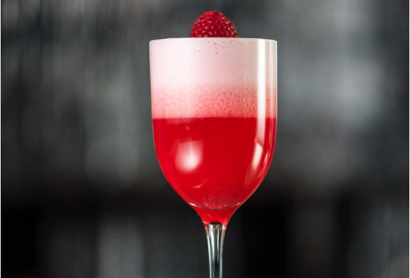 belvedere strawberry kiss cocktail
